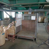飼料の袋詰作業を行なう工場の集塵ダクト工事